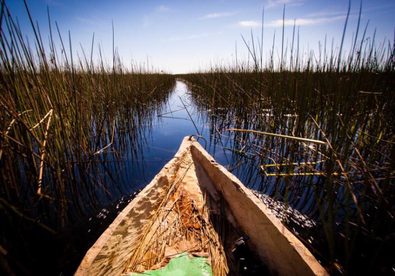 africa-botswana-okavango-delta-mokoro-canoe_0