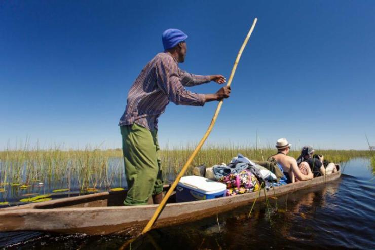 africa_botswana_traditional_mokoro_canoe_in_the_okavango_delta_maun_botswana._the_mokoro_boat_is_the_main_form_of_transport_on_the_okavango_river_closeup_1