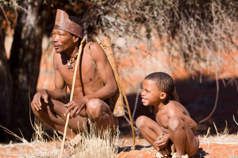 africa_namibia_san_bushmen_family_show_people_how_they_live_in_the_kalahari_desert_in_namibia-e_0