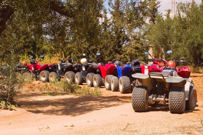 africa_row_motorbike_parking_in_africa
