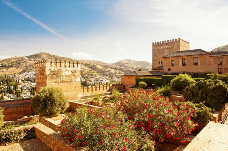 another_view_of_entrance_to_royal_complex_in_alhambra