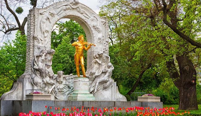 austria_music__statue_20161111_1359644170