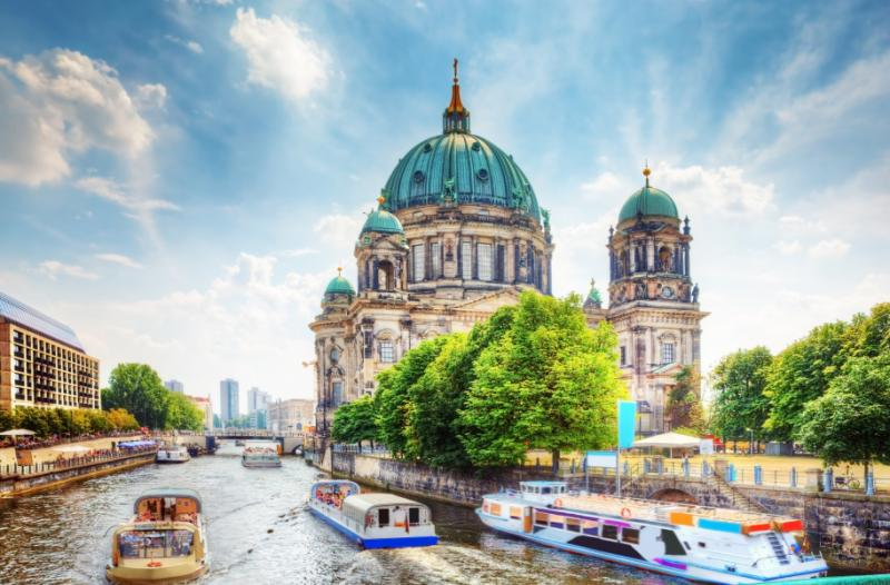 berlin_cathedral._german_berliner_dom._a_famous_landmark_on_the_museum_island_in_mitte_berlin_germany