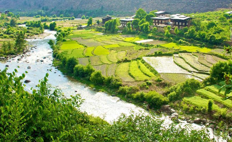 bhutan_paro_valley_beautiful_view_of_traditional_bhutanese_houses_0