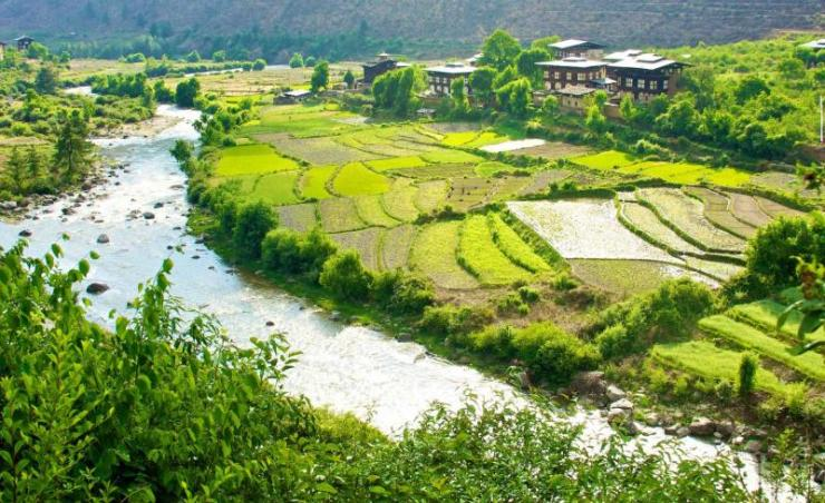 bhutan_paro_valley_beautiful_view_of_traditional_bhutanese_houses_0