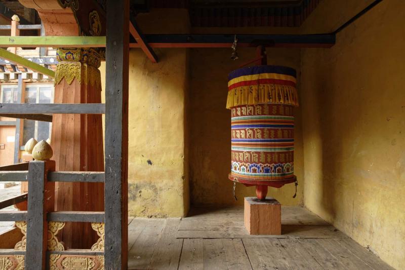 bhutan_prayer_wheels_at_jakar_dzong_e_0