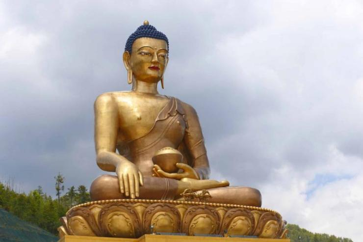 bhutan_thimphu_buddha_dordenma_statue_against_sky_background