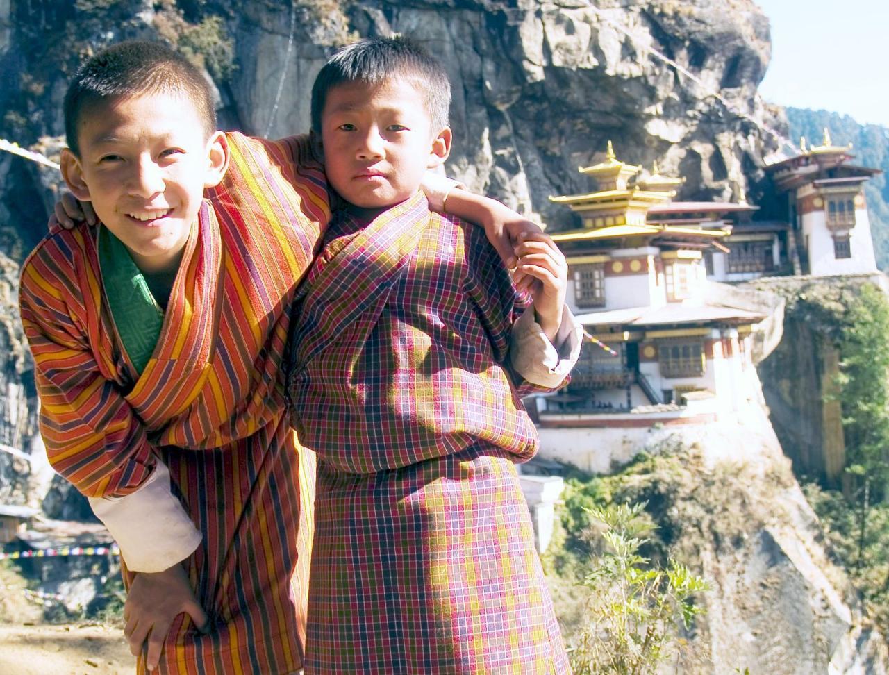 Boys_at_taktsang_monastery