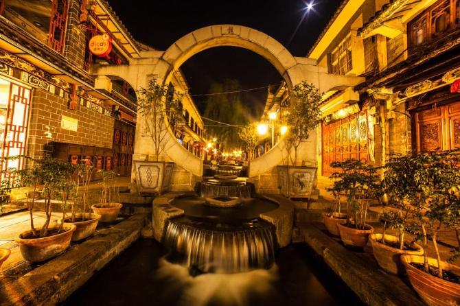 china-dali-old-town-at-night