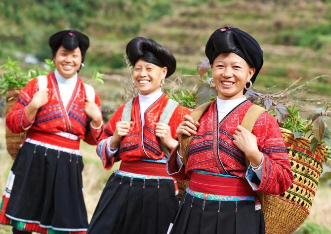china-guangxi-guilin-yao-women
