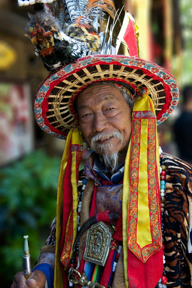 china-lijiang-naxi-traditional-old-chinese-man