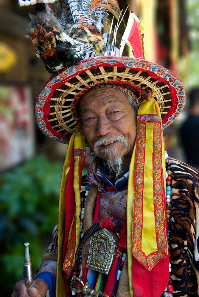 china-lijiang-naxi-traditional-old-chinese-man