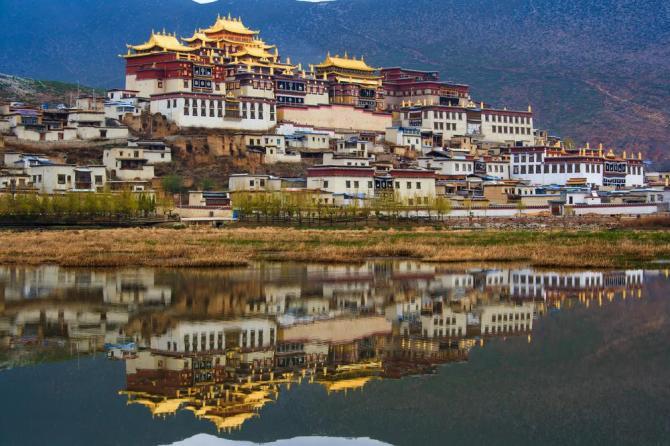 china-sangri-la-songzanlin-monastryshutterstock