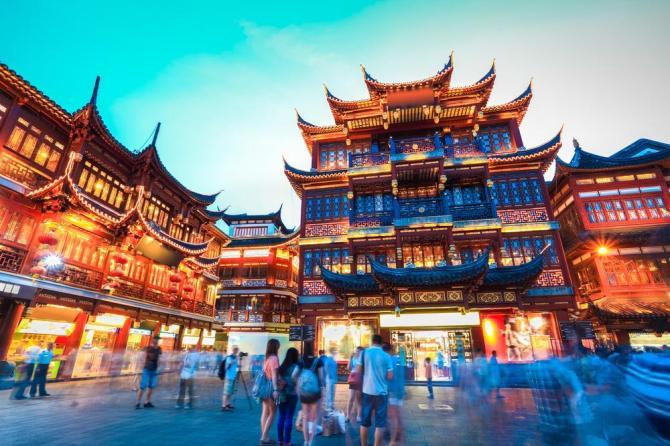 china-shanghai-yunnan-garden-at-night