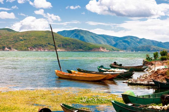 china-yunnan-dali-erhai-lakeshutterstock