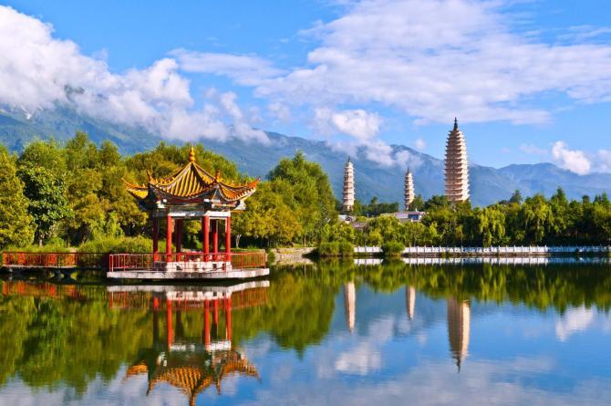 china-yunnan-dali-three-white-pagodas