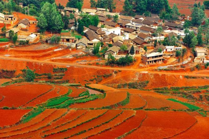china-yunnan-kunming-dongchuan-red-fieldsshutterstock