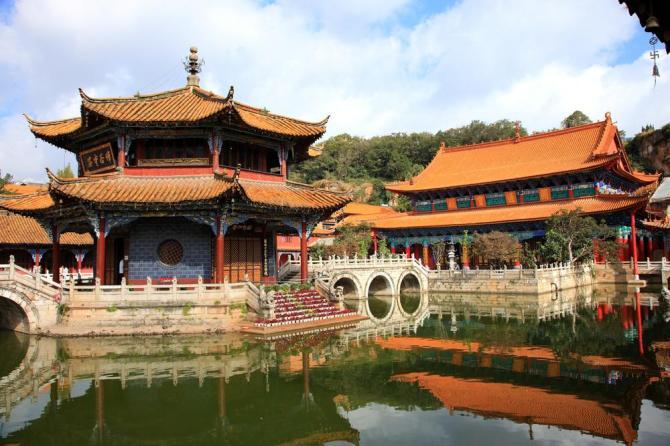 china-yunnan-kunming-yangtong-buddhitst-templeshutterstock