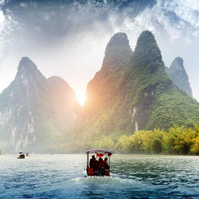 china_beautiful_yu_long_river_karst_mountain_landscape_in_yangshuo_guilin