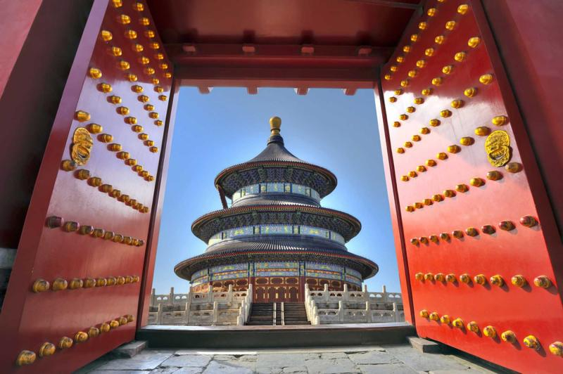 china_beijing_tour_temple_of_heaven_through_red_doors