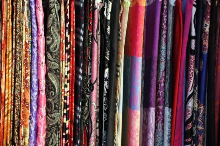 china_silk_route_tour_silk_scarves_0