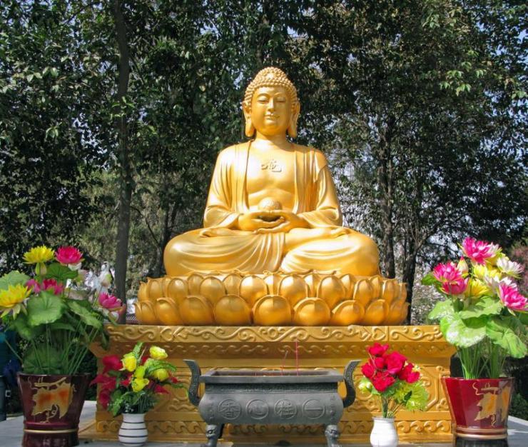 china_xian_tour_buddha_statue_at_temple