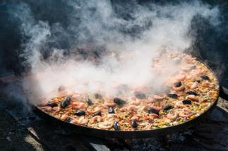 cooking_paella_in_large_pot