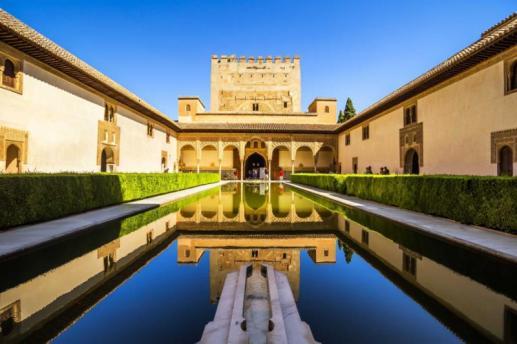 courtyard_of_the_myrtles_in_la_alhambra_granada_spain
