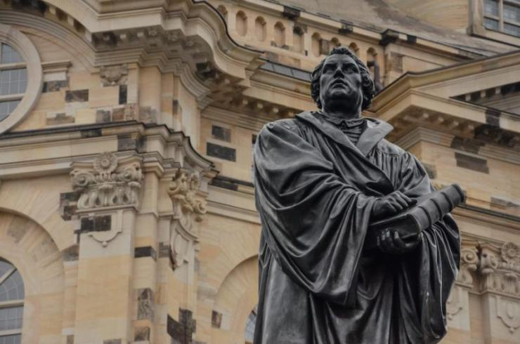 dresden_statue_martin_luther_vor_frauenkirche_0