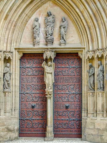 entrance_detail_of_the_erfurt_cathedral_in_erfurt_a_city_in_thuringia_germany