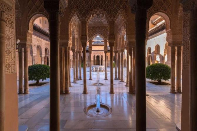 famous_alhambra_is_a_palace_and_fortress_complex_located_in_granada_andalusia_spain