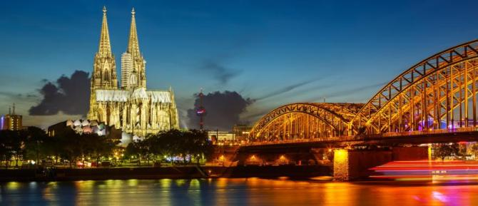 germany-cologne-cathedral-and-hohenzollern-bridge-at-night-h1