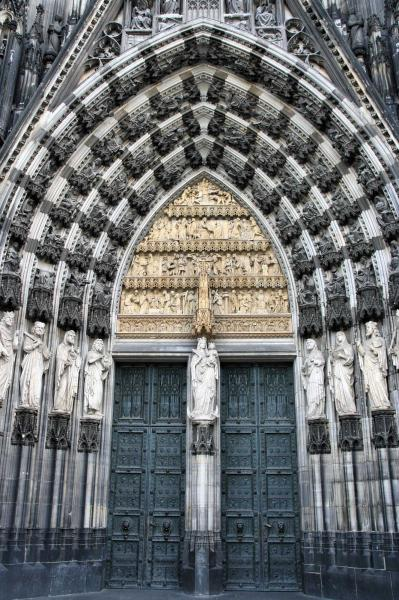 germany_cologne_tour_cologne_cathedral_of_saint_peter_and_mary_door