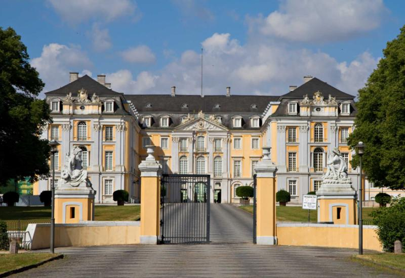 germany_cologne_tour_main_entrance_of_baroque_augustusburg_palace