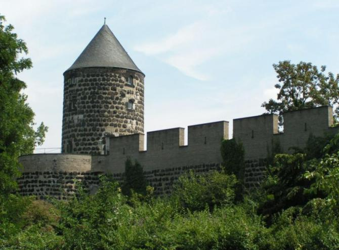 Germany_Cologne_tour_Medieval_Wall-1