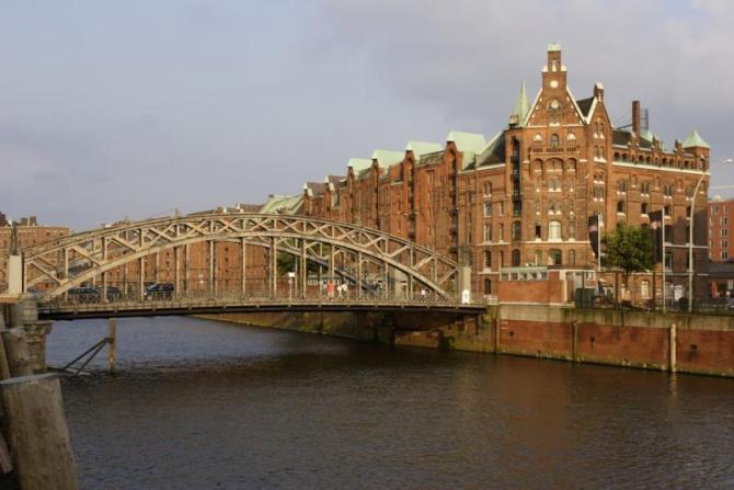 germany_hamburg_tour_brick_lined_red_houses