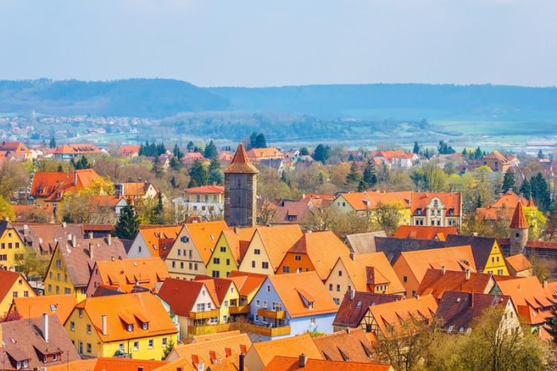 germany_traditional_houses_and_buildings_in_old_medieval_town_of_rothenburg_ob_der_tauber_with_orange_roofs_bavaria_romantic_road_of_germany_0