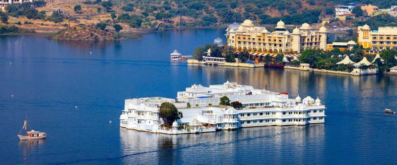 india-rajasthan-udaipur-taj-lake-palace-lake-pichola