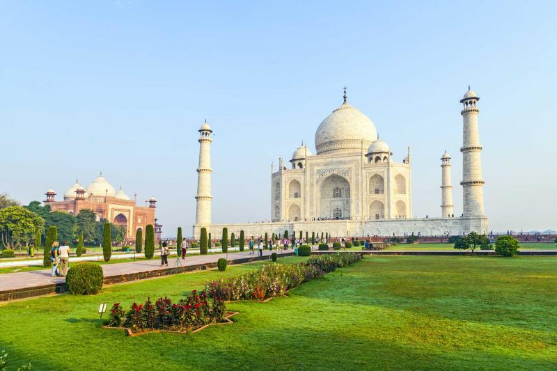 india_agra_people_visit_taj_mahal_e
