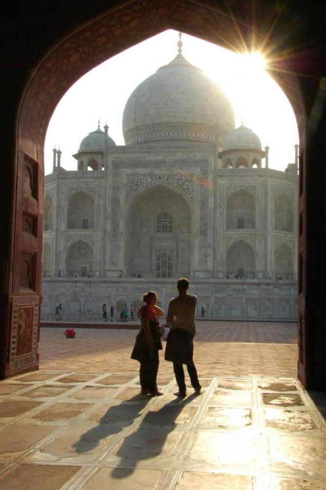 india_agra_taj_mahal_unidentified_tourists_visit_indias_most_famous_icon-e