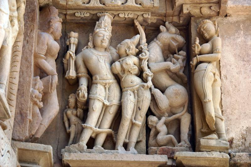 india_agra_tour_image_of_india_khajuraho_sculpture-1_0