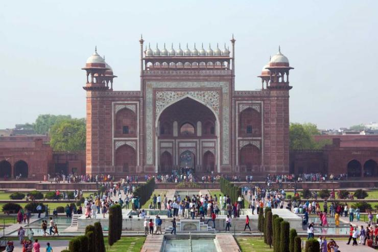 india_agra_unidentified_peoples_visit_taj_mahal-1