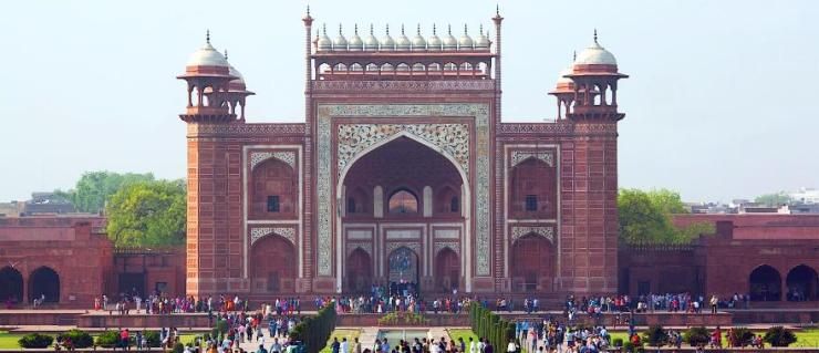 india_agra_unidentified_peoples_visit_taj_mahal-e