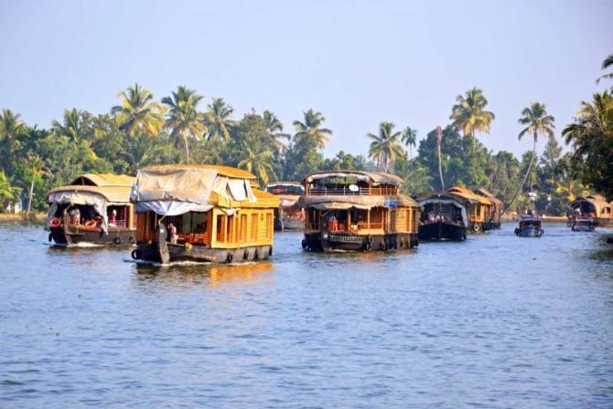 india_alleppey_houseboats-e