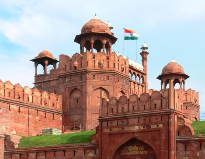 india_delhi_lahore_gate_of_red_fort_delhi_india_with_national_flag_during_daytime