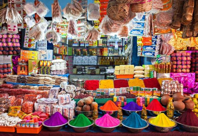 india_delhi_small_shops_like_this_are_the_most_common_in_poor_region_of_delhi-e