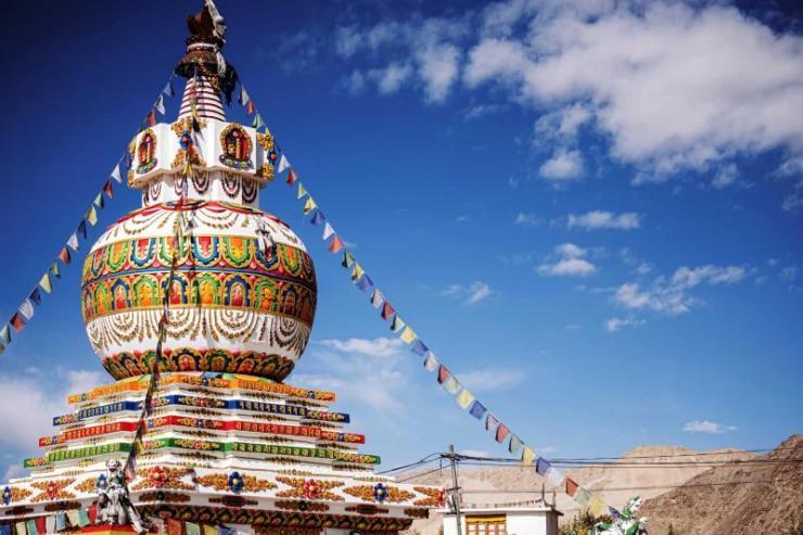 india_delhi_stupa_in_leh_city_and_blue_sky_leh_ladakh