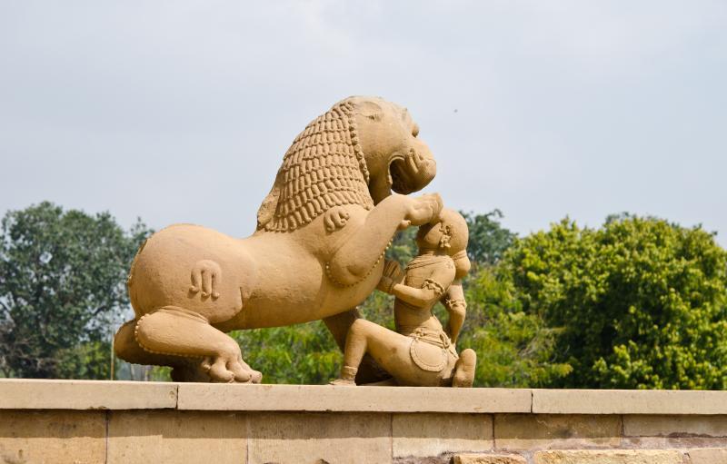 india_erotic_temple_in_khajuraho_madhya_pradesh_0