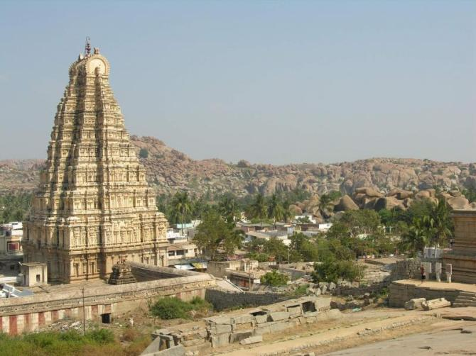 india_hampi_tour_virupaksha_temple-1