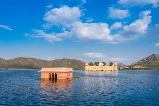 india_jaipu_al_mahal_is_a_palace_on_man_sagar_lake_jaipur_0